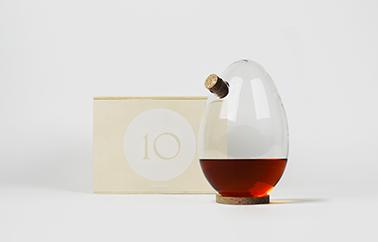 carafe egg design by Sebastian Bergne