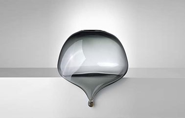 glass object Paresse design by Marianne Guedin