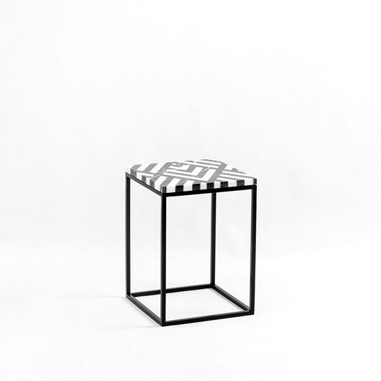 Table d'appoint FIR  - Design : Un'common