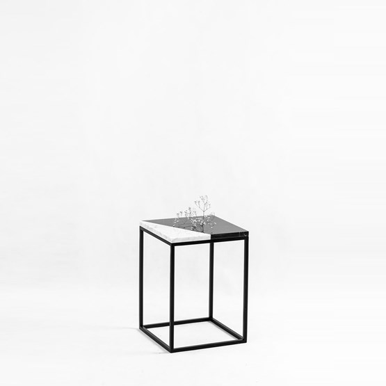 WHITE CUT Pillar side table - Design : Un'common