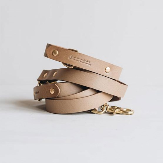 LASSO Dog leather leash - latte - Design : Band&roll