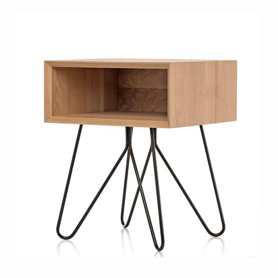 Table d'appoint NOVE -  chêne massif et piètement noir - Design : Galula Studio