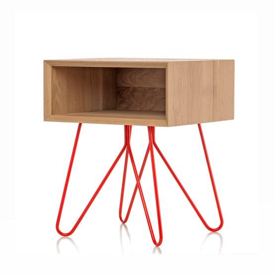 Table d'appoint NOVE -  chêne massif et piètement rouge - Design : Galula Studio