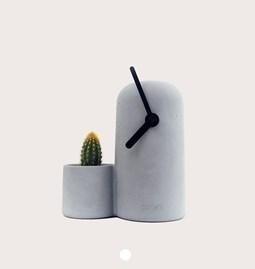 SILO - Horloge en béton aiguilles noires