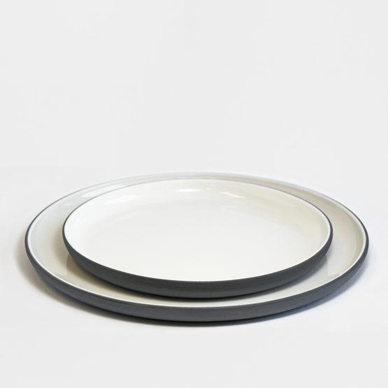 Set repas | gris anthracite (8 assiettes) - Design : Archive Studio
