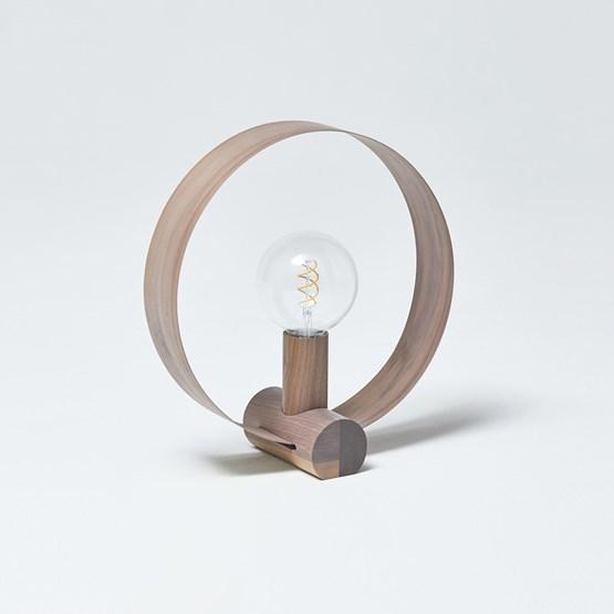 Lampe à poser GRAVITÉ - Noyer US - Design : Hetch