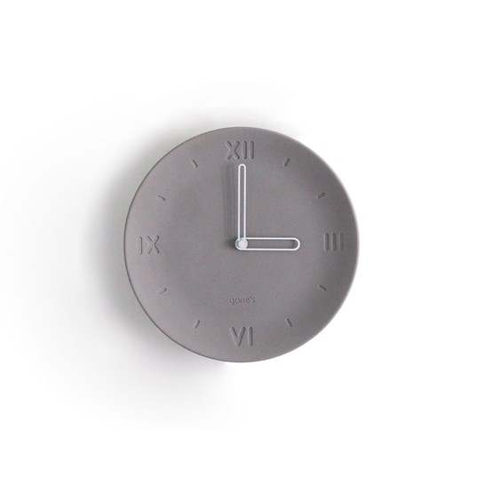 ANTAN - Horloge en béton aiguilles blanches - Design : Gone's