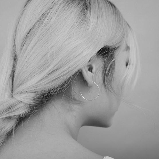 Thin silver hoops - Design : ikonniko