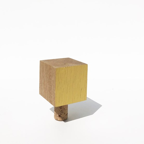 MY SMALL BOTTLE CAP for wine bottle - wood and YELLOW - Design : the designer trotter