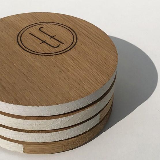 Dessous de verre ENTRE AMIS - bois et BLANC - Design : the designer trotter
