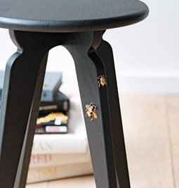 Tabouret nordique ASSY frêne lasuré noir - insectes
