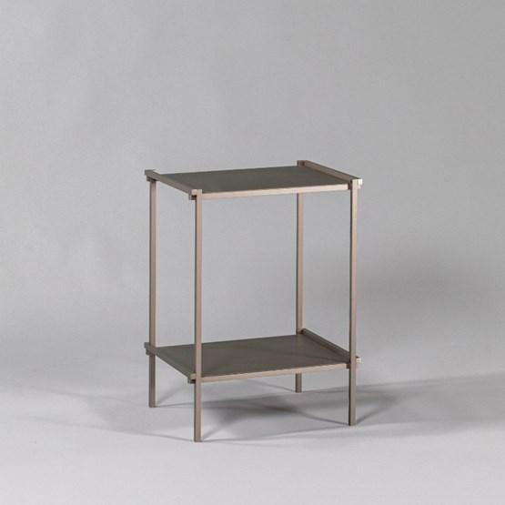 Bout de canapé Regula - Finition Métal Tanné - Design : L'Alufacture