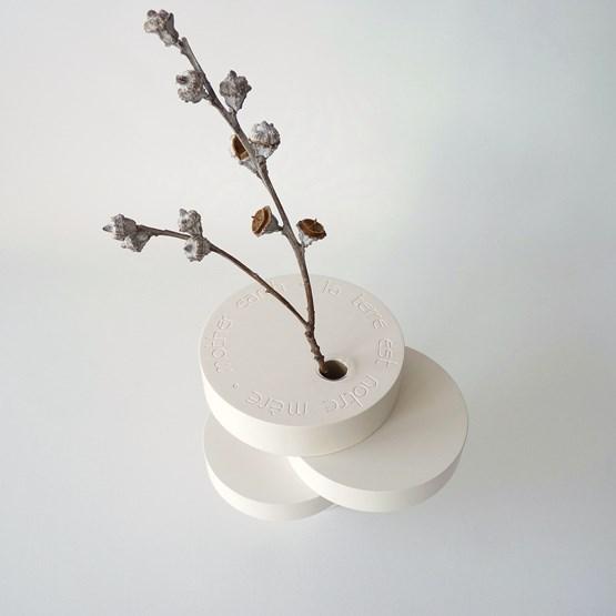 Vase-sculpture BONSAI EQUILIBRE - médium laqué blanc - Design : Beatrix Li-Chin Loos