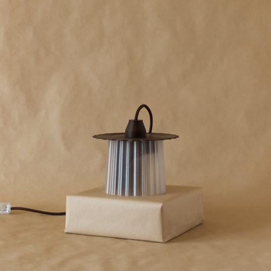 Lampe Amanda - édition limitée: café - Design : Warren & Laetitia