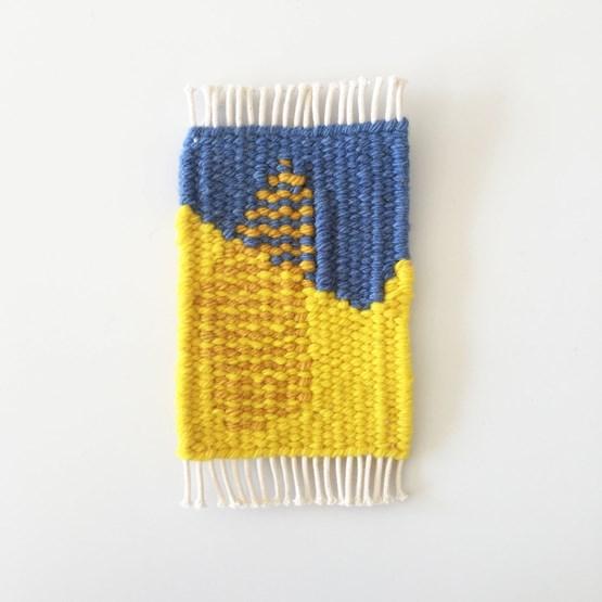 Micro tapis mural en laine - jaune, bleu et sable - Design : Garug