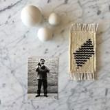 Micro tapis mural en laine - blanc et bleu marine 3