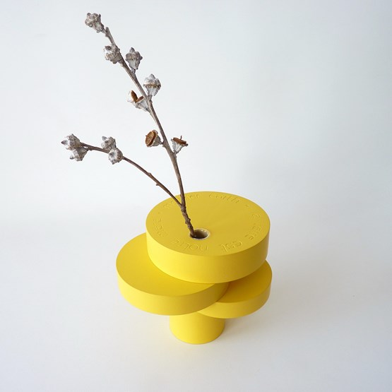 Vase-sculpture BONSAI EQUILIBRE - médium laqué jaune - Design : Beatrix Li-Chin Loos