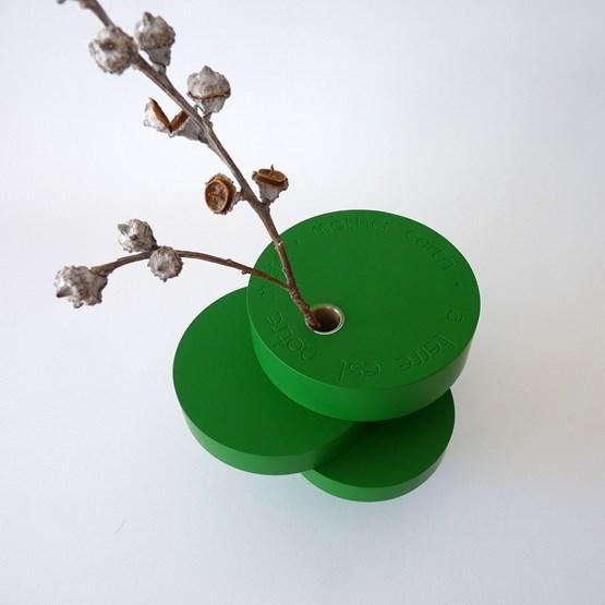 Vase-sculpture BONSAI EQUILIBRE - médium laqué vert - Design : Beatrix Li-Chin Loos