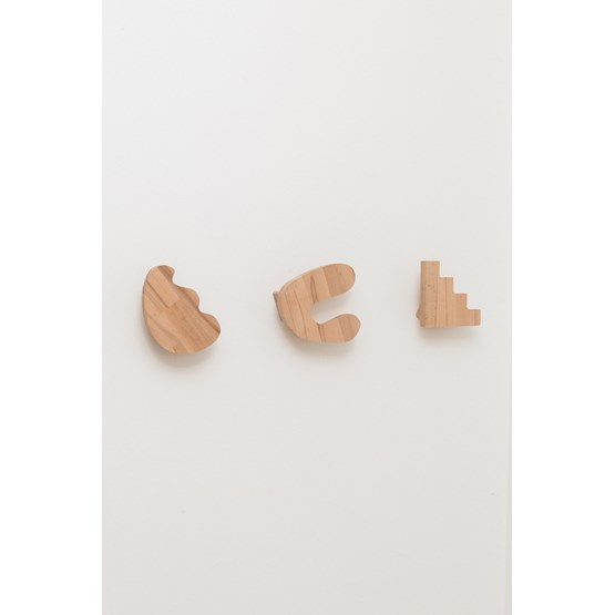 Set of 3 hooks with abstract shapes - beech wood - Design : Little Anana