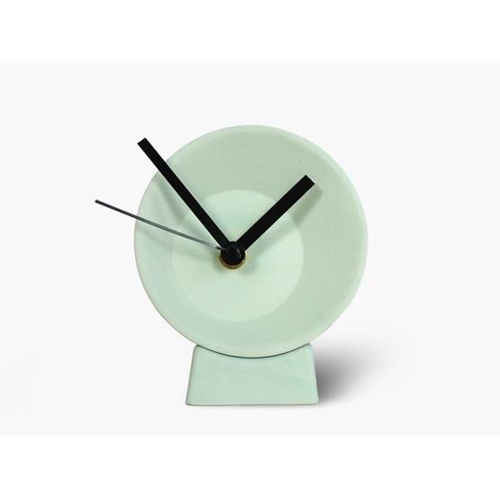 Horloge de bureau désaxée - verte - Design : Studio Lorier