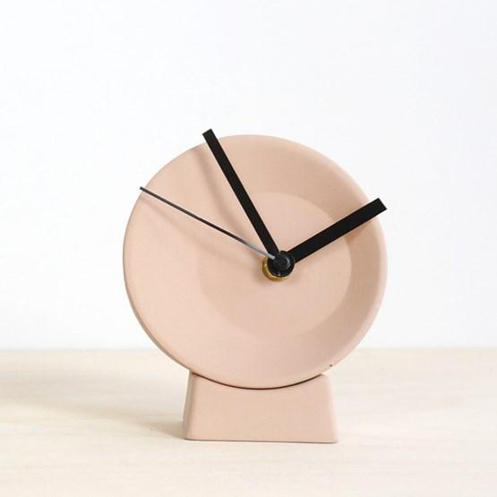 Horloge de bureau désaxée - rose  - Design : Studio Lorier