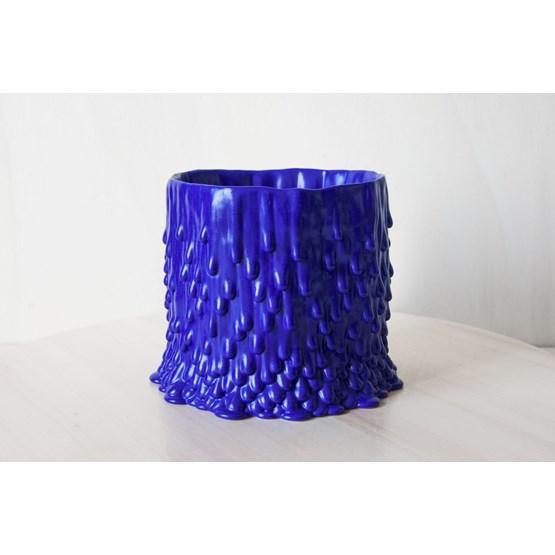 Cache-pot souche basaltique L - bleu électrique - Design : Cécile Bichon