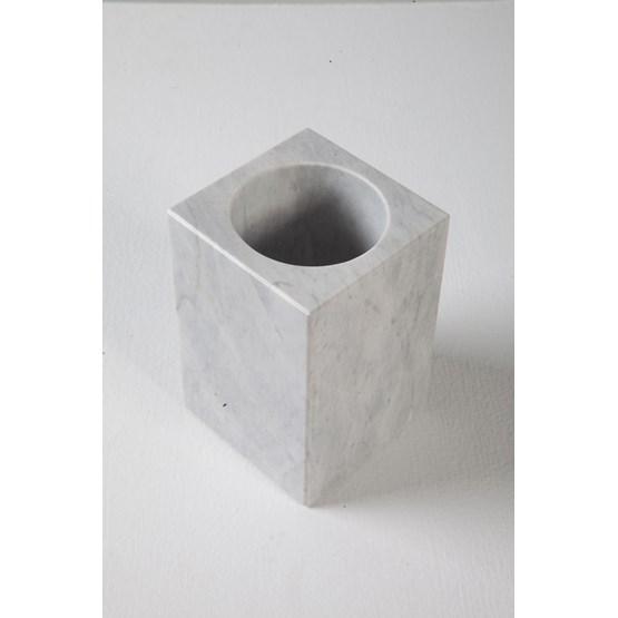Pot Melissa - marbre - Design : Faye Tsakalides