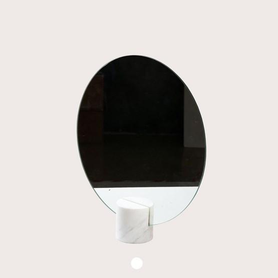 Miroir à poser Aesop - marbre - Design : Faye Tsakalides