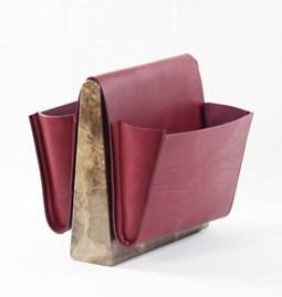 Porte revue en cuir SADDLE MAGAZINE RACK - marbre + cuir bordeaux