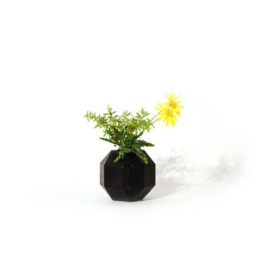Vase aromatique Rombi - noir - Design : Hugi.r