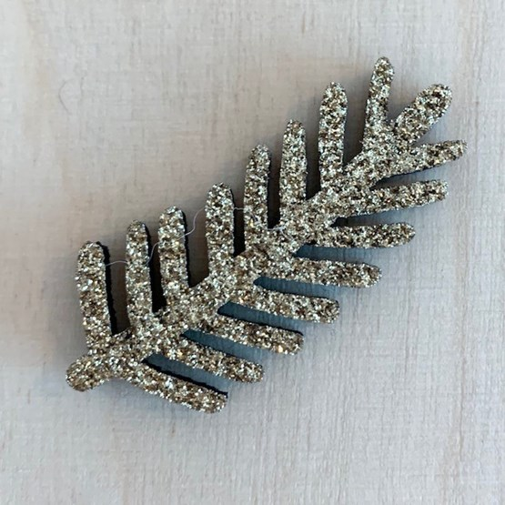Pin's Branche de pin dorée - Feutrine pailletée - Design : Les petites hirondelles