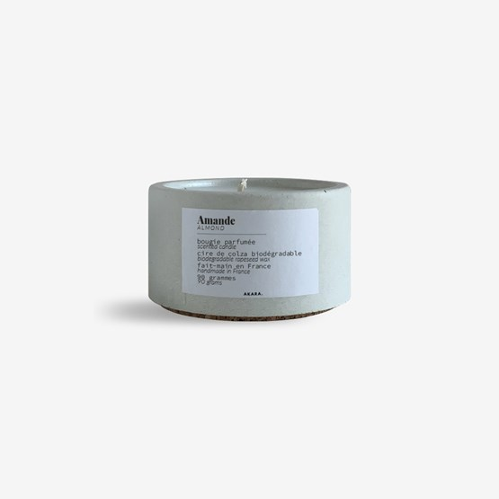 Scented concrete candle - Almond - Design : AKARA.