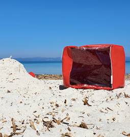 """O"" of OLA - beach chair - red"