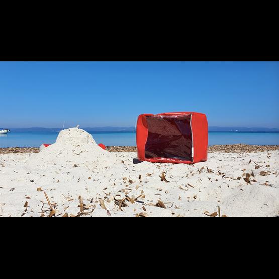 """""""O"""" of OLA - beach chair - red - Design : Flora Koel"""