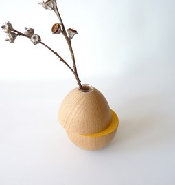 Vase LES COQUETTES - beech wood / yellow