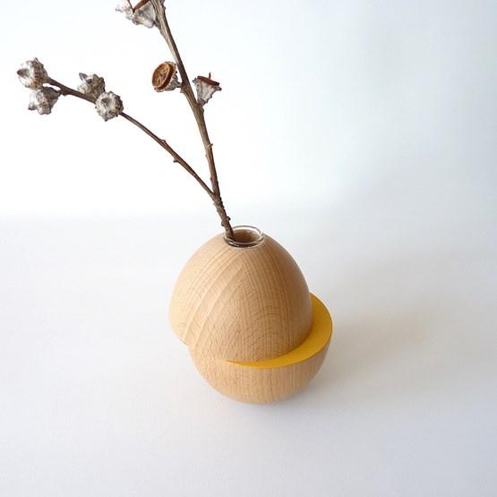 Vase LES COQUETTES - beech wood / yellow - Design : Beatrix Li-Chin Loos
