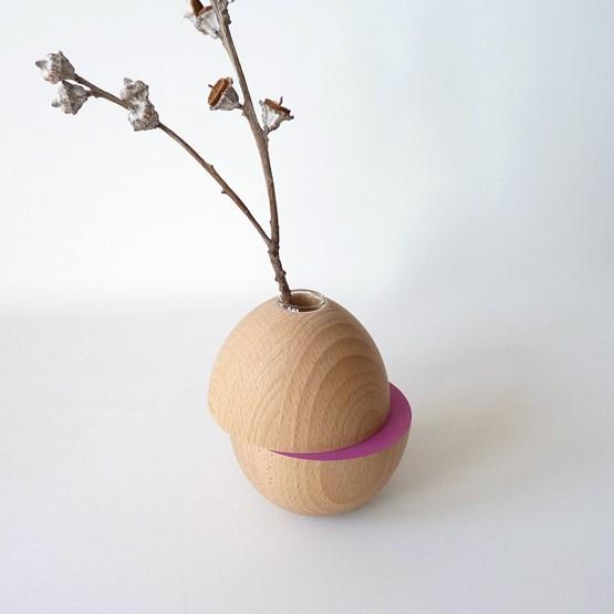 Vase LES COQUETTES - beech wood / fuchsia - Design : Beatrix Li-Chin Loos