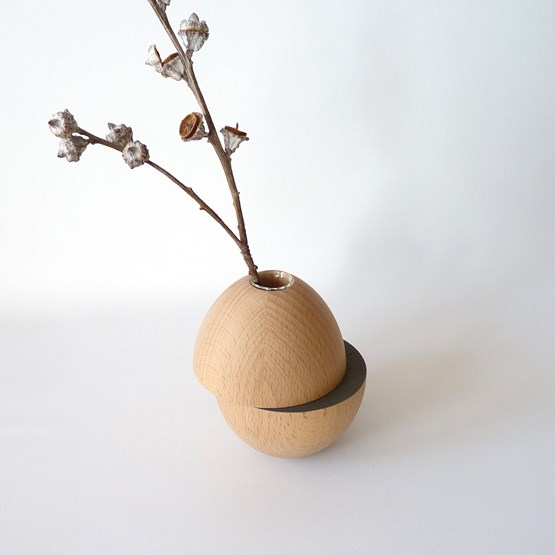 Vase LES COQUETTES - beech wood / dark grey - Design : Beatrix Li-Chin Loos