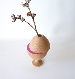 Vase LES COQUETTES - beech wood / fuchsia on foot