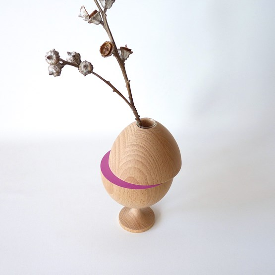 Vase LES COQUETTES - beech wood / fuchsia on foot - Design : Beatrix Li-Chin Loos