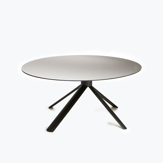 TUBE oval table - Design : Maarten Baptist