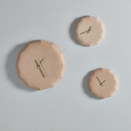 NOON Leather clock  - Design : Maarten Baptist