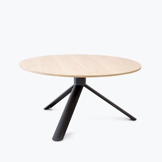 Oak TUBE round table - Design : Maarten Baptist