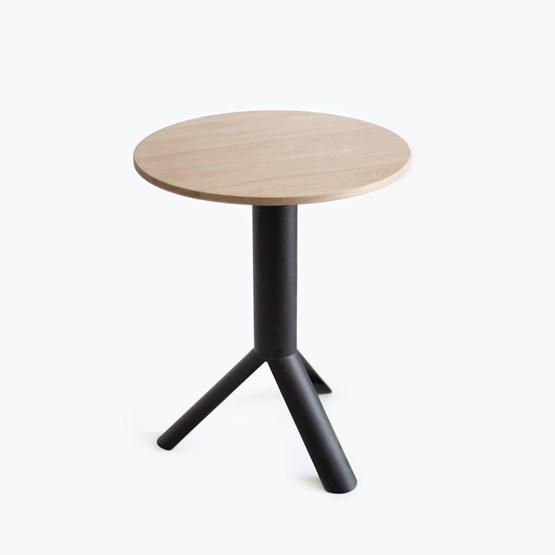 Oak TUBE side table - Design : Maarten Baptist