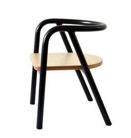La chaise en métal noir