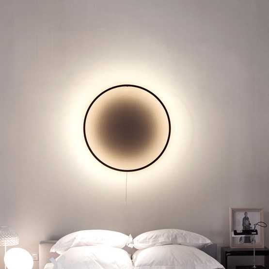 Lampe ECLIPSE - bois brûlé noir - Design : Tilen Sepič