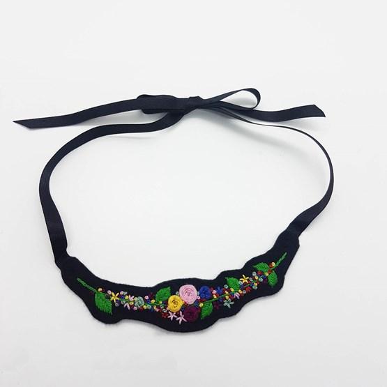Collier Plastron Fleuri  - Design : Les Arts Domestiques