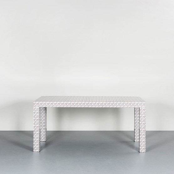 Hitan table - White California  - Design : Chapel Petrassi