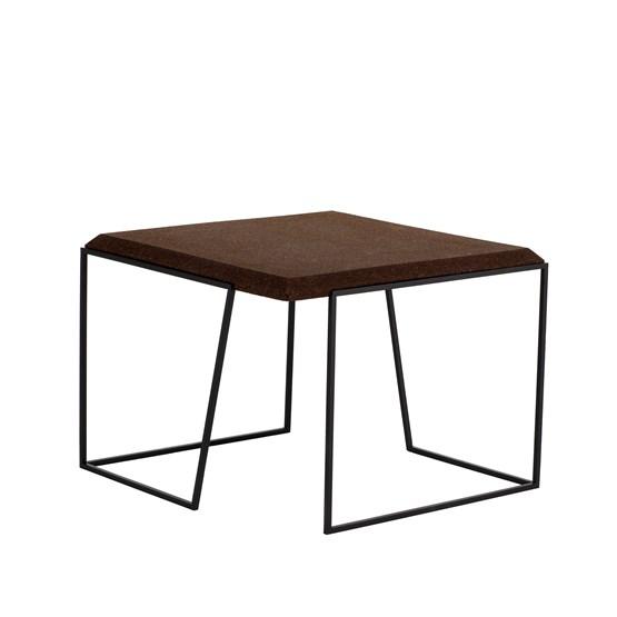 Table basse GRÃO | #2 - liège foncé et piètement noir - Design : Galula Studio
