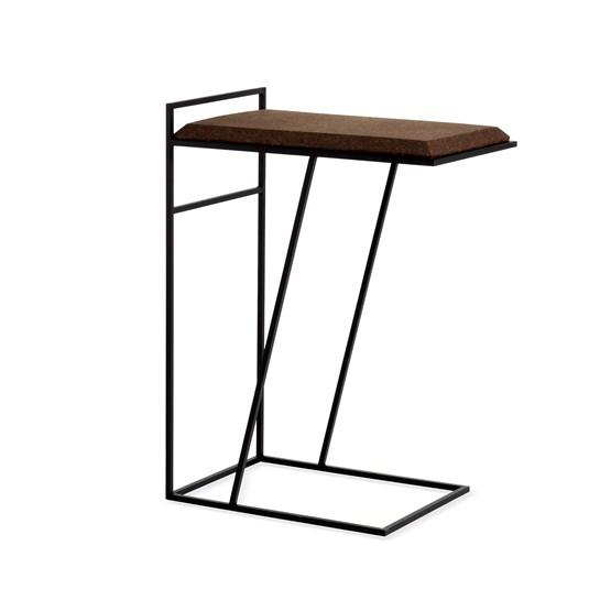 Table basse GRÃO   #3 - liège foncé et piètement noir  - Design : Galula Studio